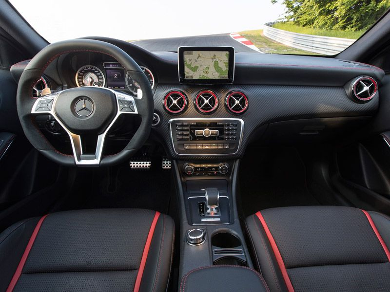 Interior del Mercedes Clase A 45 AMG