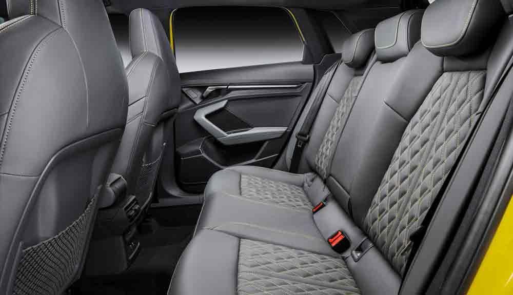 El espacio para las piernas del Audi S3 debe ser suficiente para la comodidad de dos adultos.