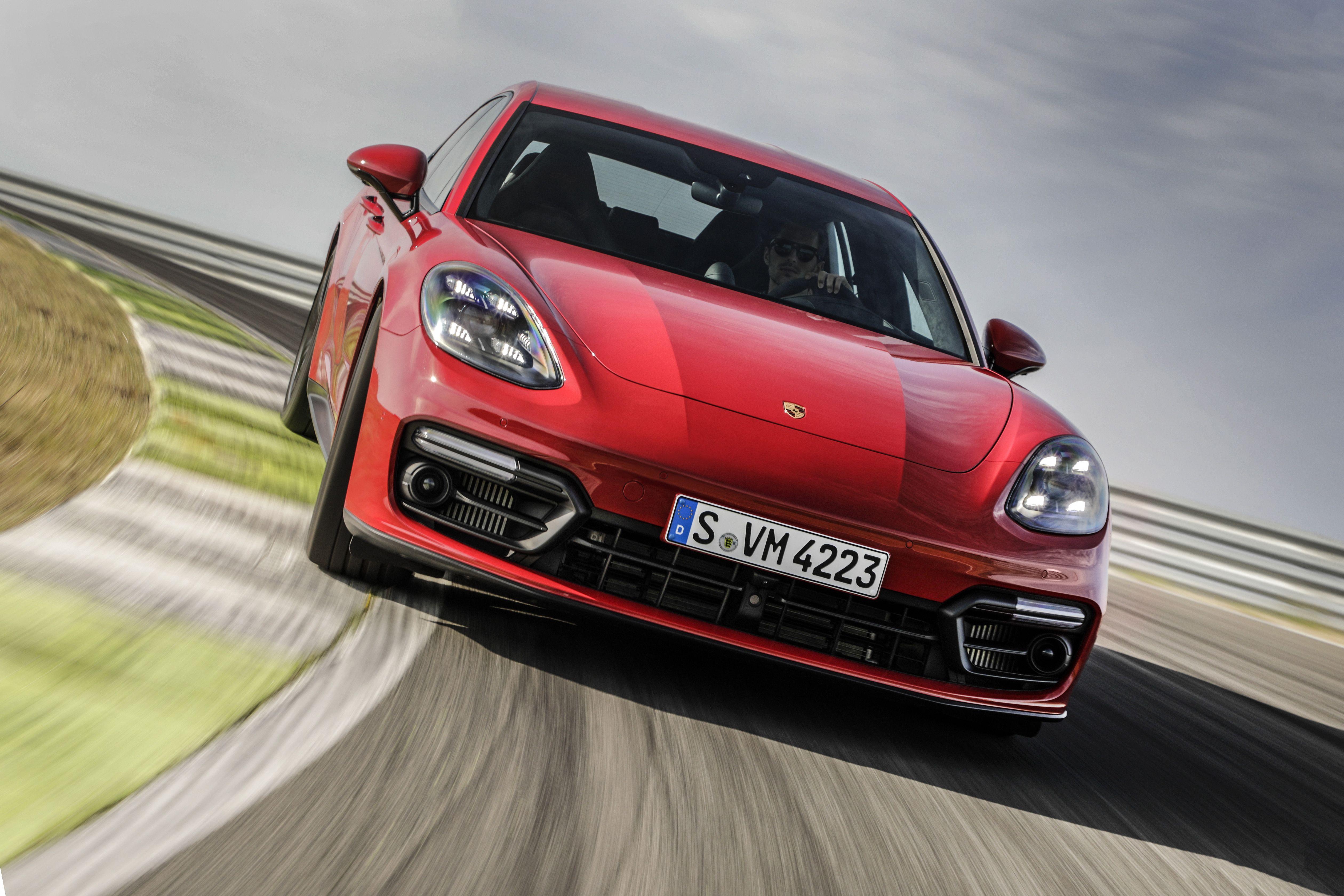 2020 The Porsche Panamera Speed Test