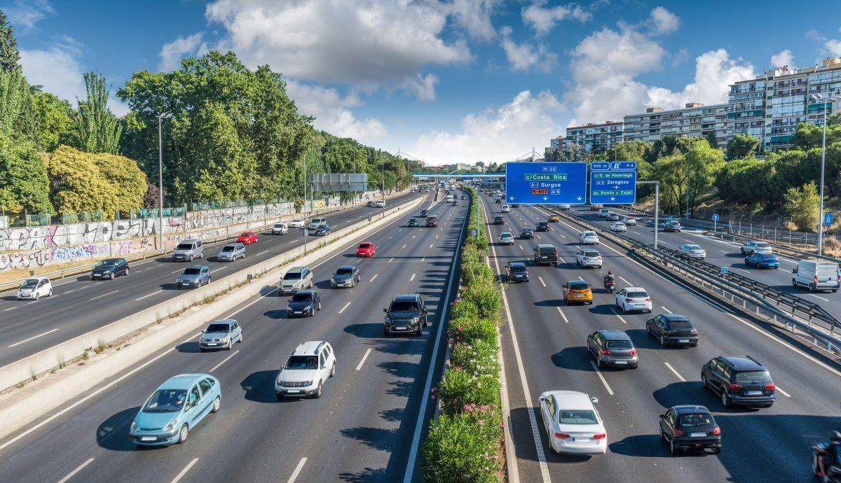 Los accidentes de tráfico laborales bajan en España