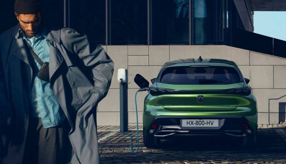 The range of the Peugeot 308 will have plug-in hybrid versions and an unprecedented e 308 purely electric