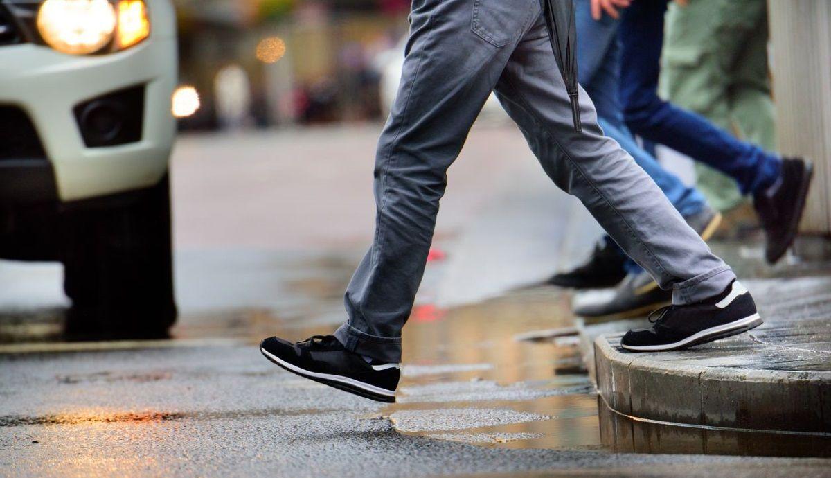 Nuevos radares callejeros predicen el movimiento de peatones para evitar accidentes. Fotos: iStock.