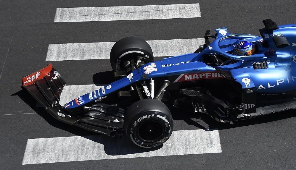 Alonso broke the front wing during FP1