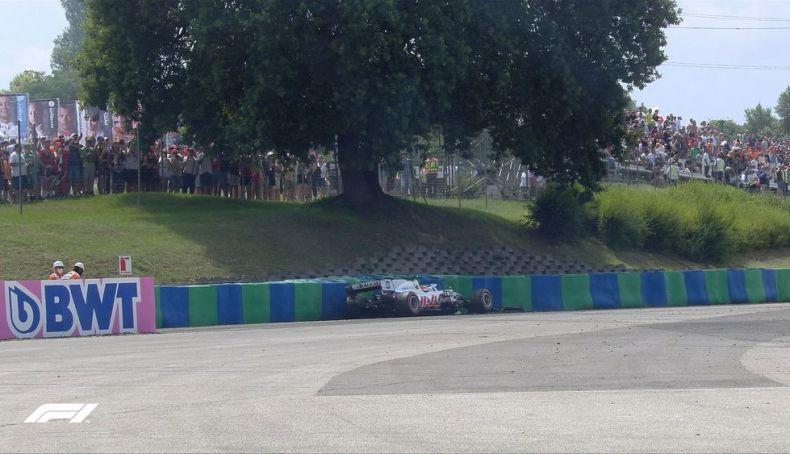 Mick Schumacher crash at turn 11 during FP3