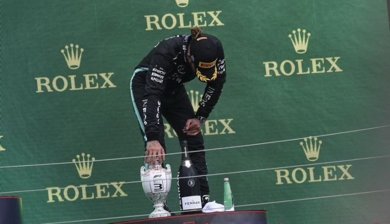 Lewis Hamilton exhausted on the podium listening to the boos of the public