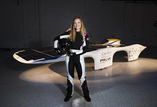 Lacey Davis, la piloto que llevará el Dawn