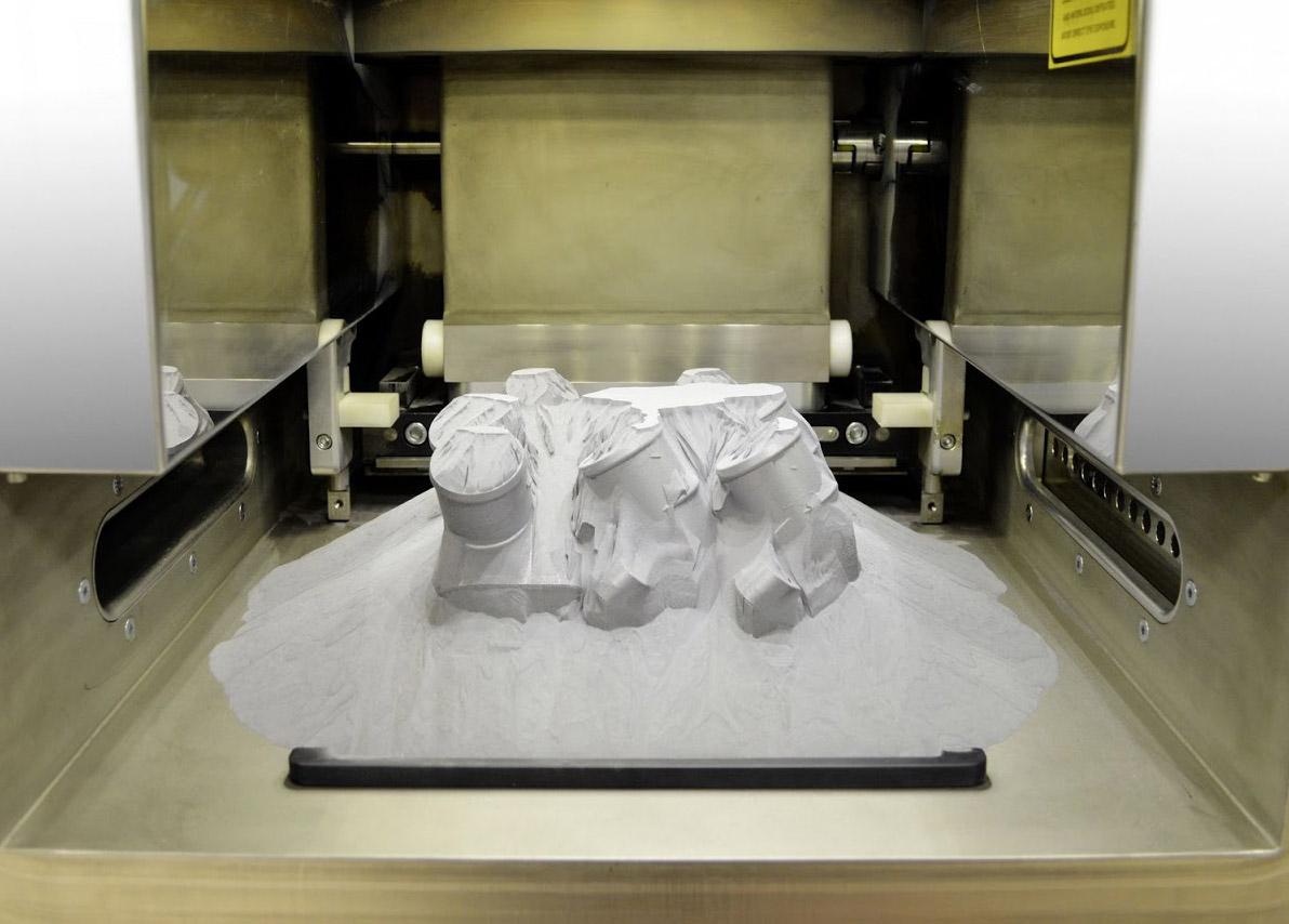 Mercedes-Benz ya fabrica piezas de metal con impresoras 3D