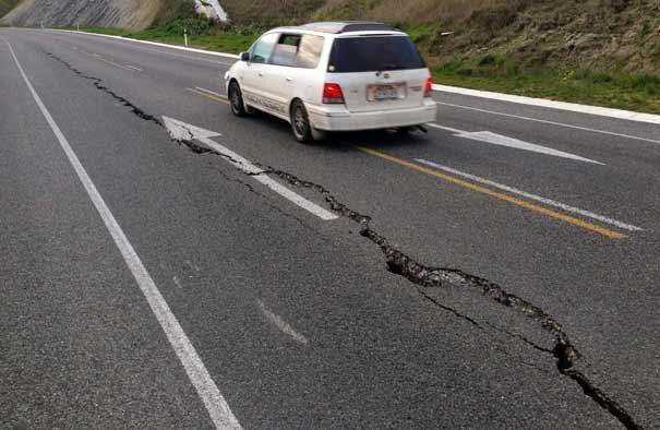 Cómo actuar al volante si hay un terremoto