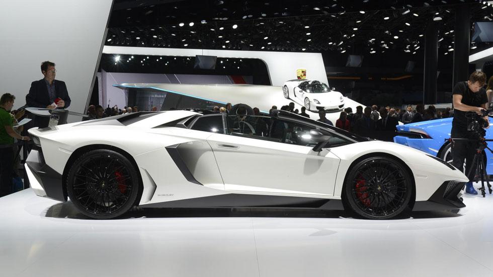 Lamborghini Aventador LP750-4 SV Roadster, la bestia mira al cielo
