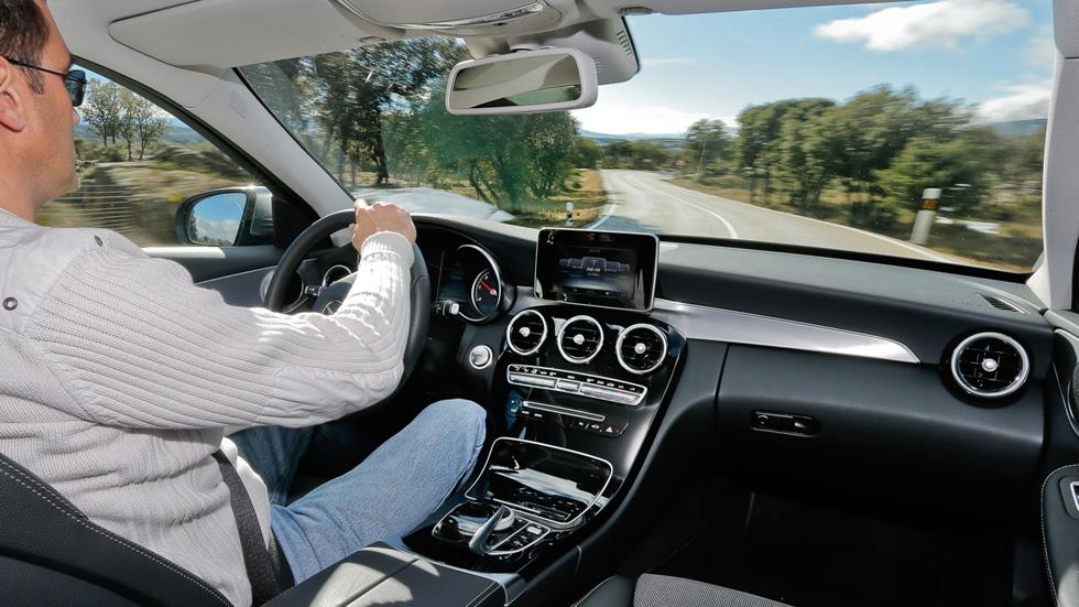 Ahorra en el seguro del coche. Paga según conduces