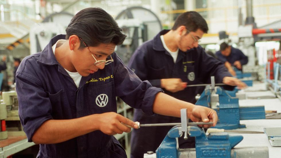Las ventas en China caen y Volkswagen reduce su producción