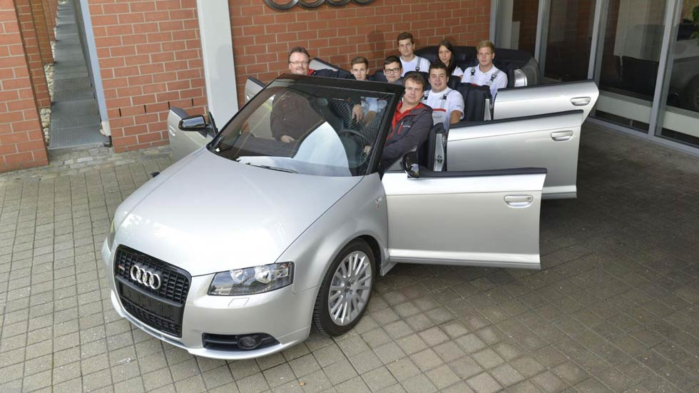 ¿Es una broma? ¿Un Audi A3 Cabrio de 6 puertas y 8 ocupantes?