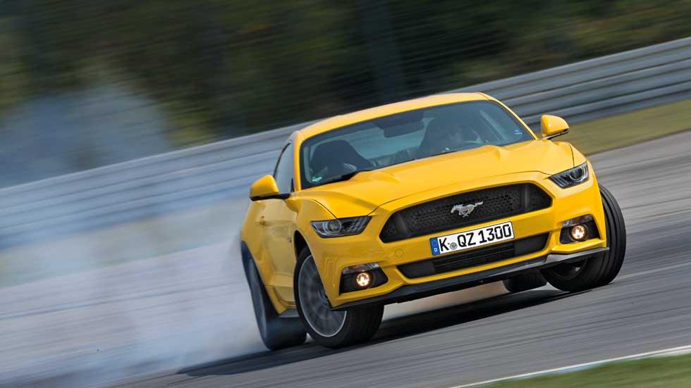 Ford Mustang, un coche con mucho ruido y humo