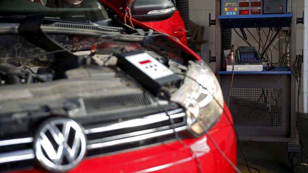 Europa pide investigar las emisiones de los coches