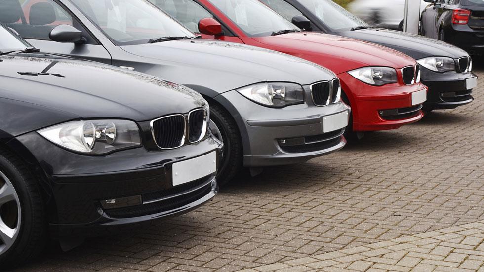 Negros, Diesel y de tamaño medio, los coches más demandados