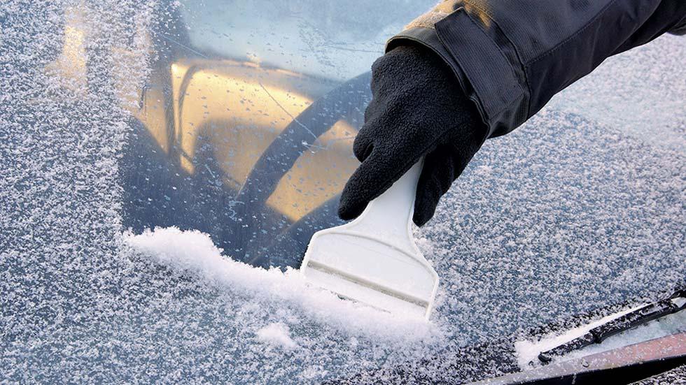 article-quitar-hielo-parabrisas-coche-10