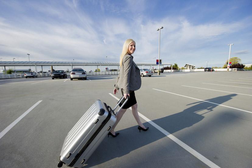 Trucos para aparcar barato tu coche en el aeropuerto