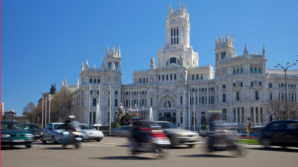 El PSOE pide que motos y taxis puedan circular por Madrid durante las restricciones de tráfico