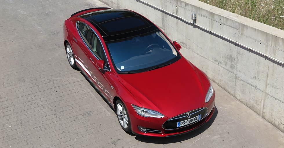 Tesla S P85D, un coche eléctrico tan rápido que te hará chillar