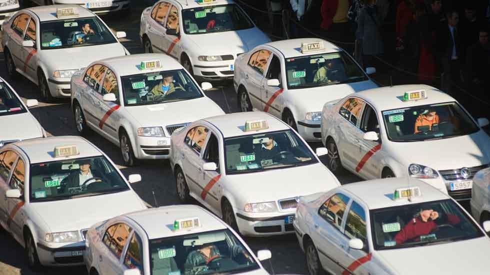 Adiós al permiso exigido para conducir taxis
