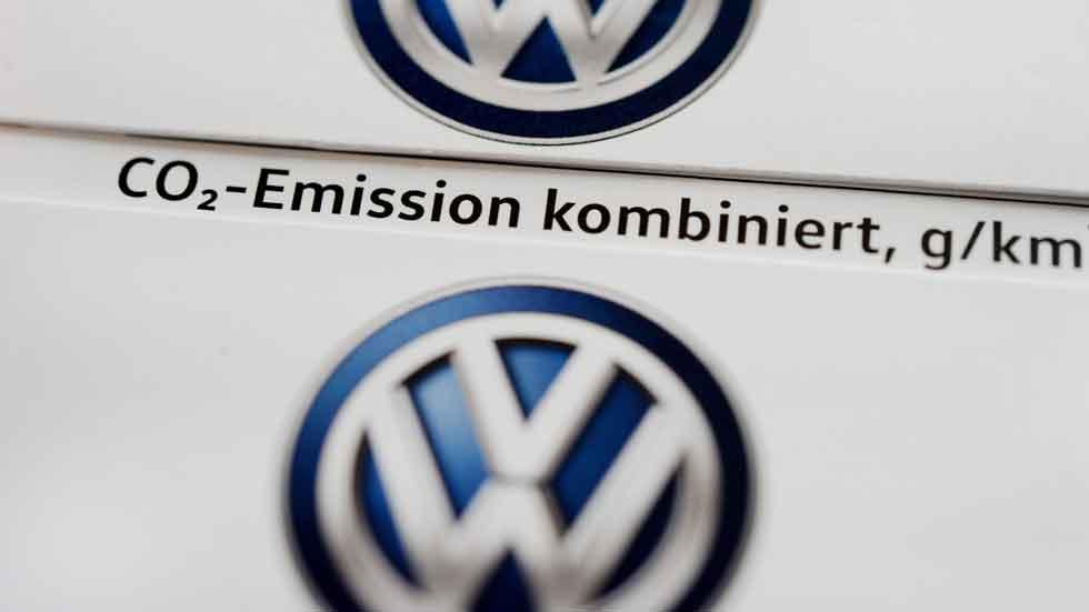 Volkswagen detecta irregularidades en las emisiones de CO2 en 800.000 de sus coches