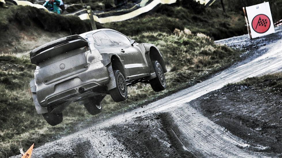 Rally de Gales 2015: Sébastien Ogier se va a dormir con medio minuto de ventaja