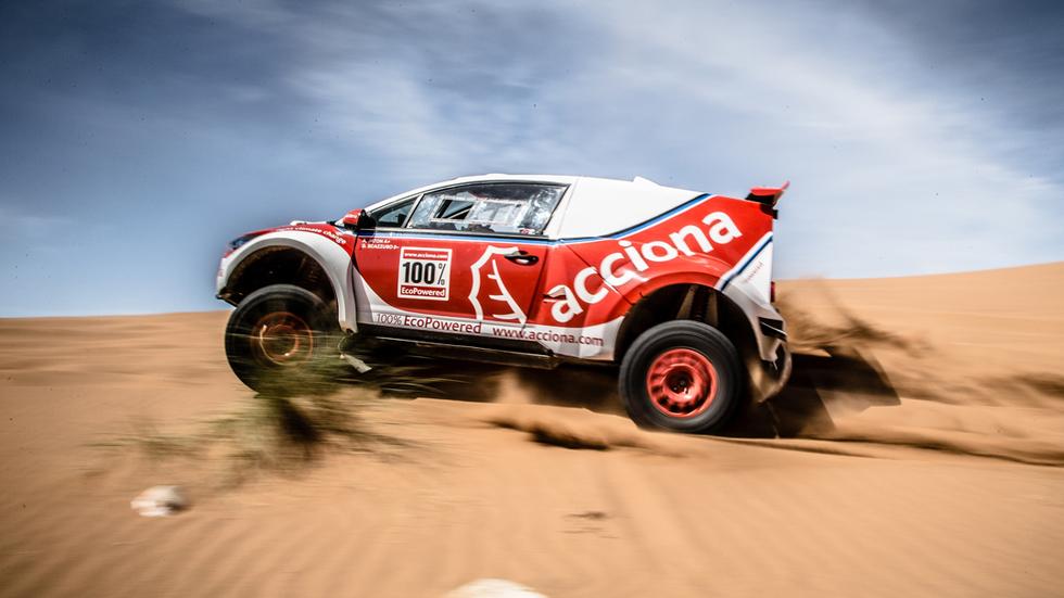 Acciona quiere acabar el Dakar 2016 con su coche eléctrico
