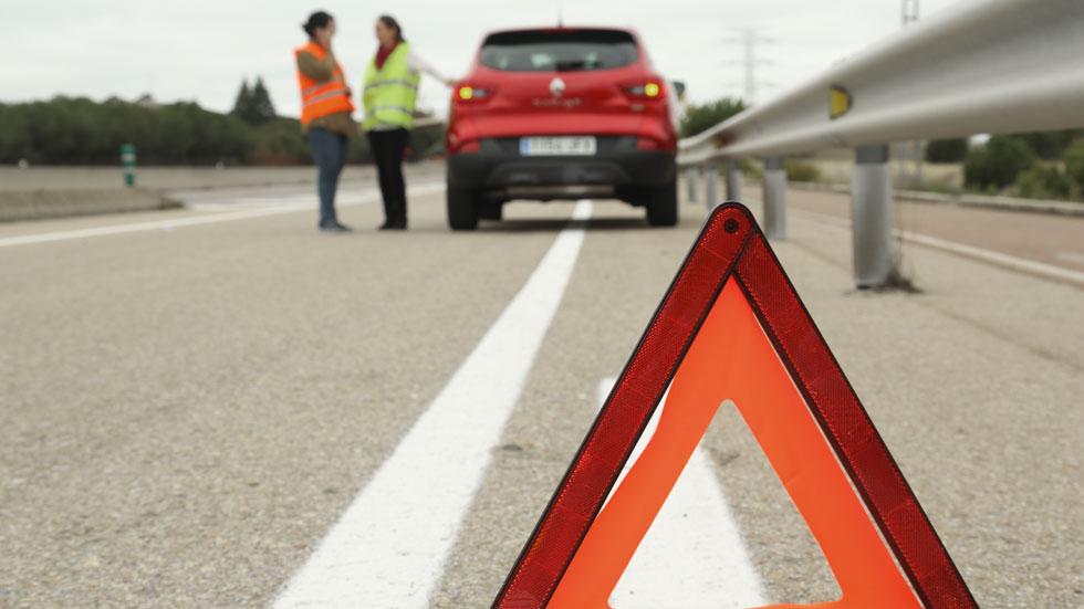 Cómo actuar si tienes una avería en carretera con el coche