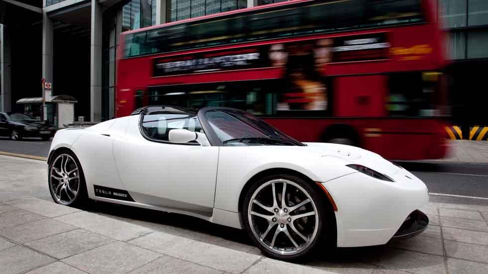Los coches de Tesla ya aparcan de forma autónoma