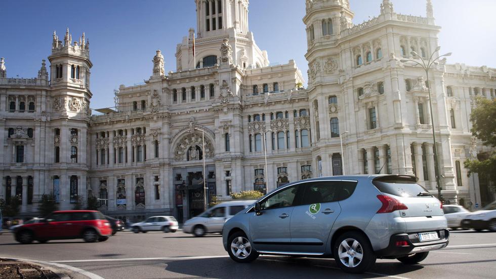 Tener coche cuesta más de 16 euros a la hora. Una opción: el carsharing
