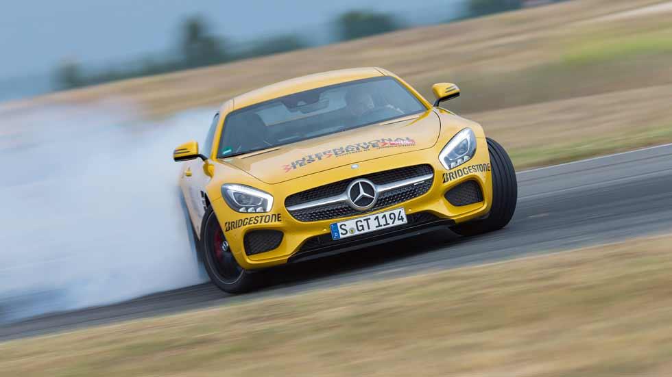 Los mejores coches deportivos en pruebas en circuito