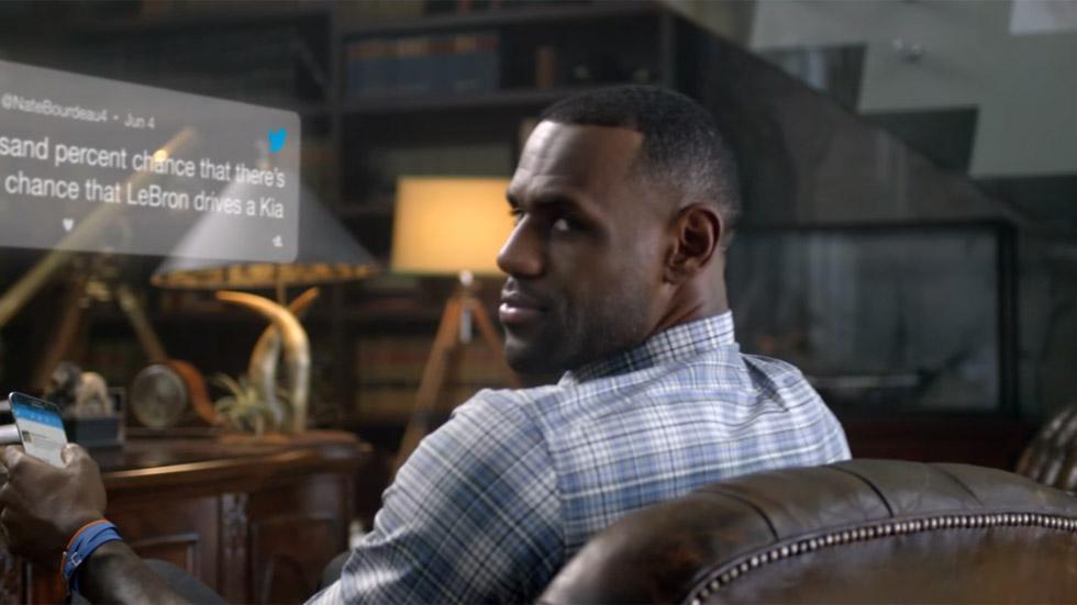 LeBron James contesta a los tuiteros escépticos: sí, conduce un Kia (vídeo)