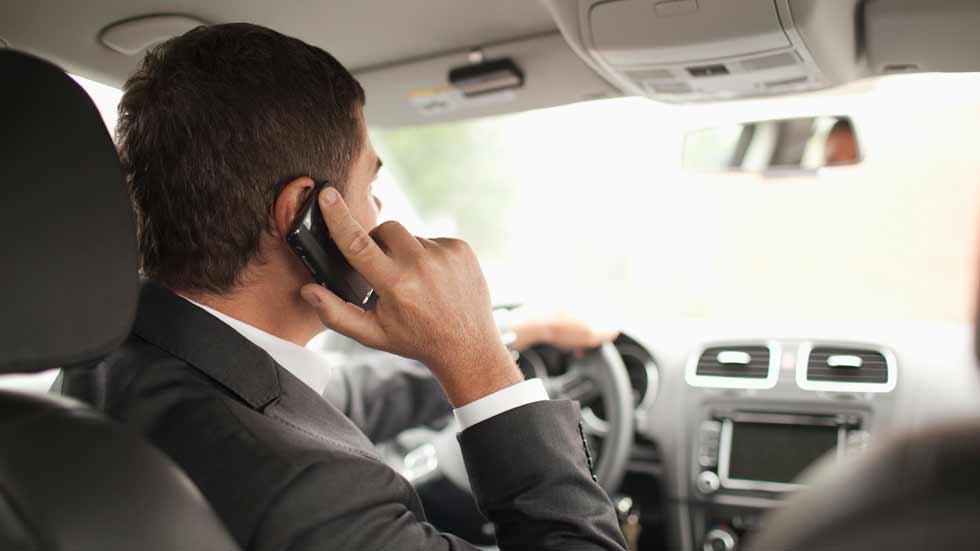 Alerta: 1 de cada 4 conductores usa el móvil al conducir