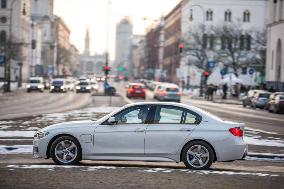 BMW 330e, autonomía eléctrica para el híbrido de la Serie 3