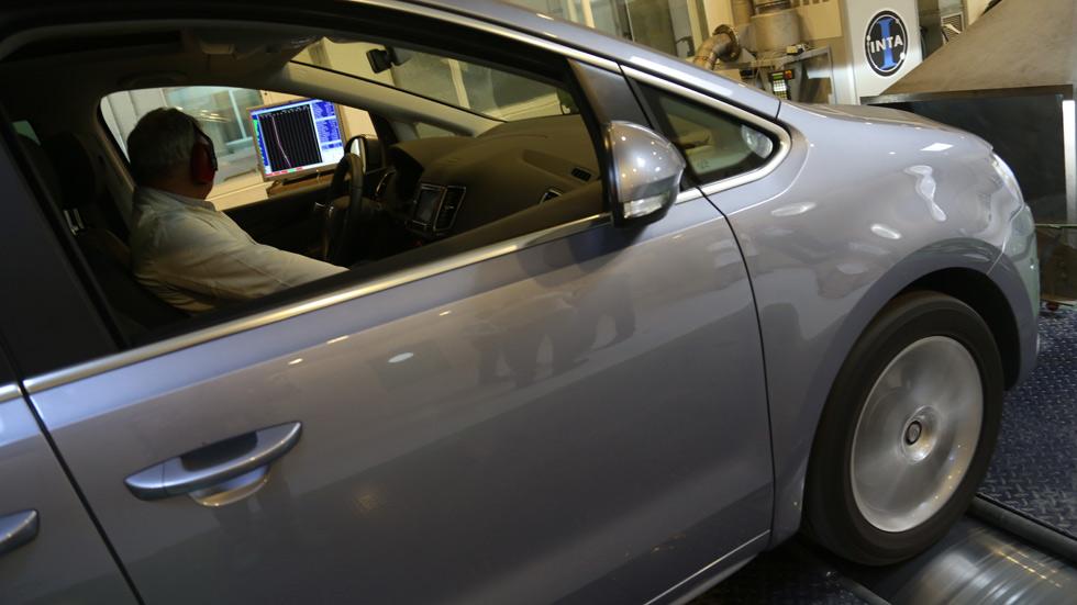 Europa permite que los coches emitan más NOx que el homologado