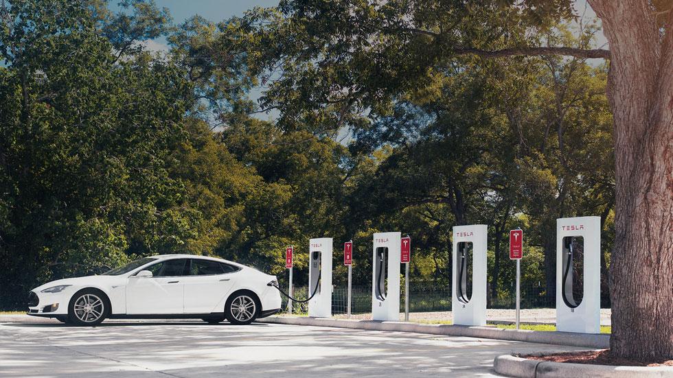 """Tesla tendrá un coche eléctrico """"barato"""" y utilizable a diario"""
