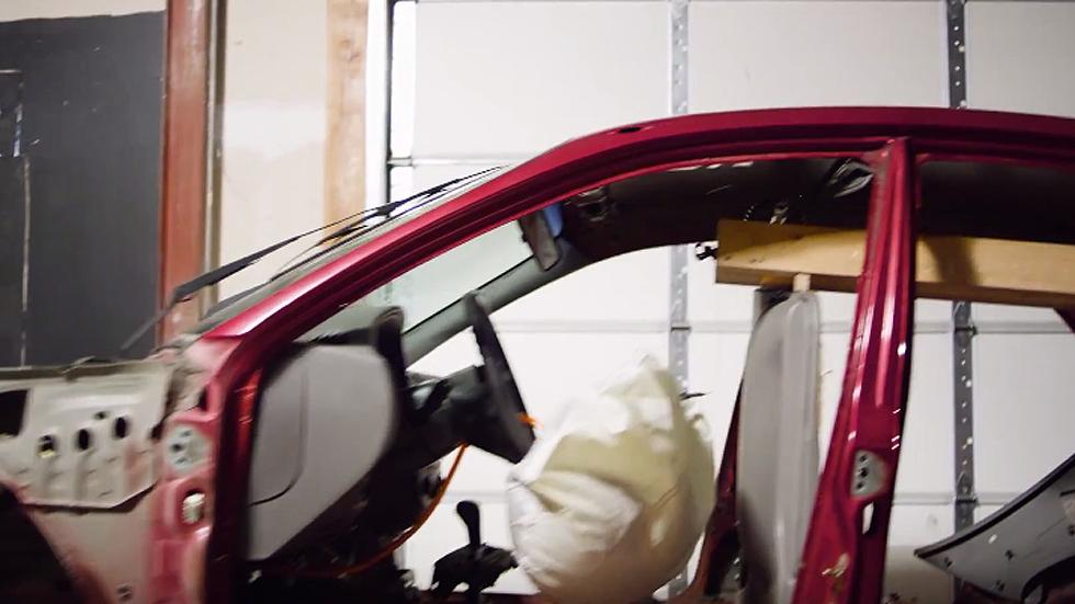 Una máquina de Rube Goldberg con piezas de coche (vídeo)