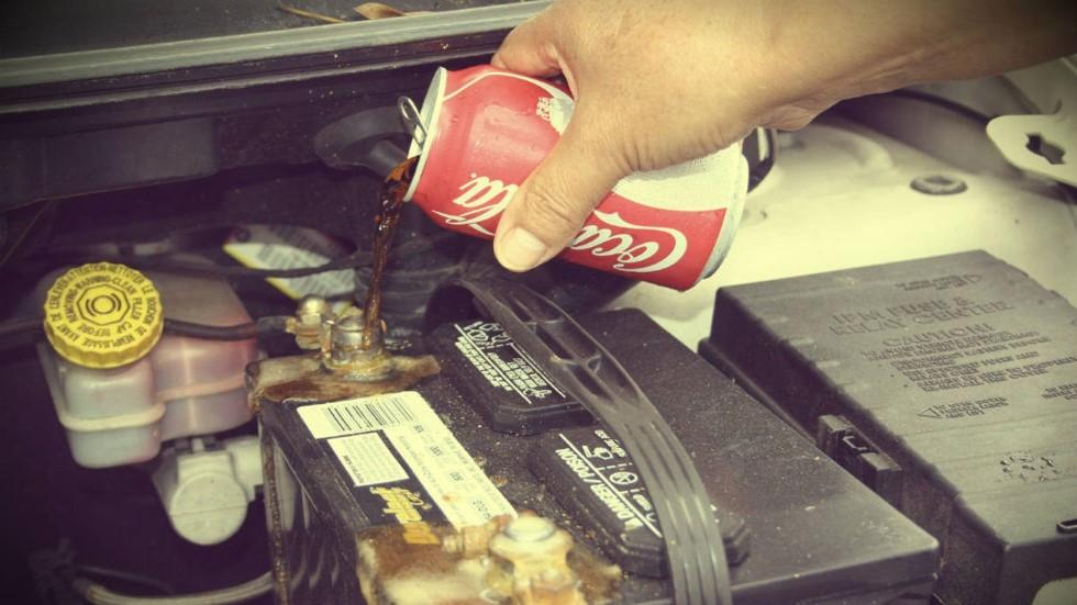 20 trucos caseros y baratos para limpiar el coche por dentro y por fuera