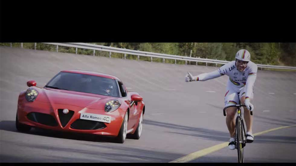¿Puede un súper campeón de ciclismo batir al Alfa Romeo 4C? Vídeo