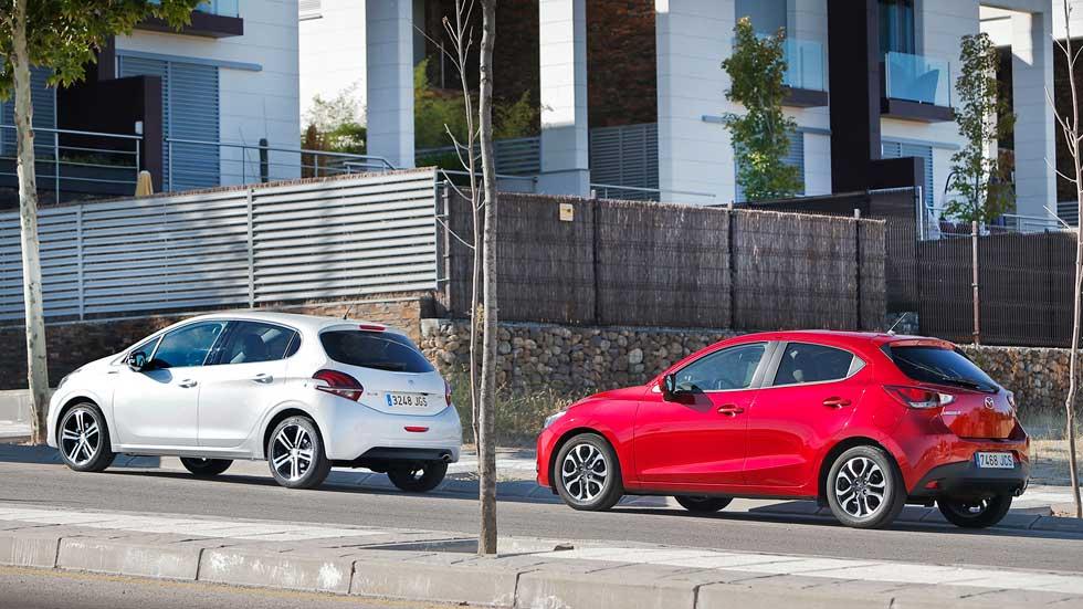 Mazda 2 vs Peugeot 208: calidad, economía y bajo consumo