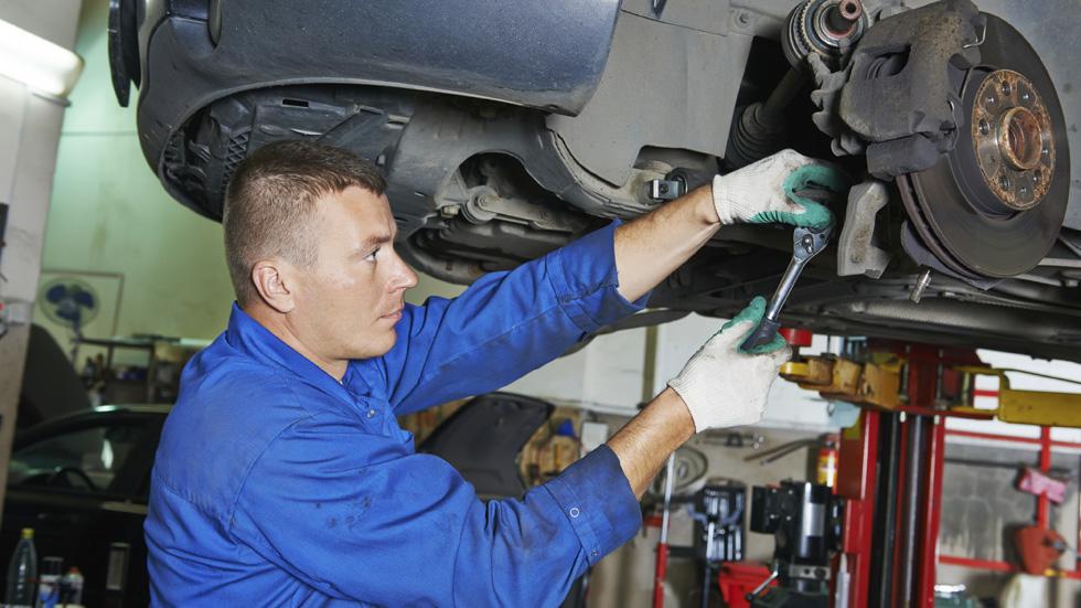 Amortiguadores, frenos y neumáticos. ¿Revisas bien tu coche?