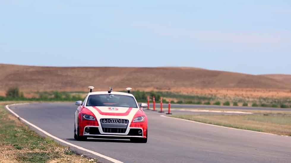 ¿Puede un coche autónomo rodar rápido en circuito? Mira el vídeo...