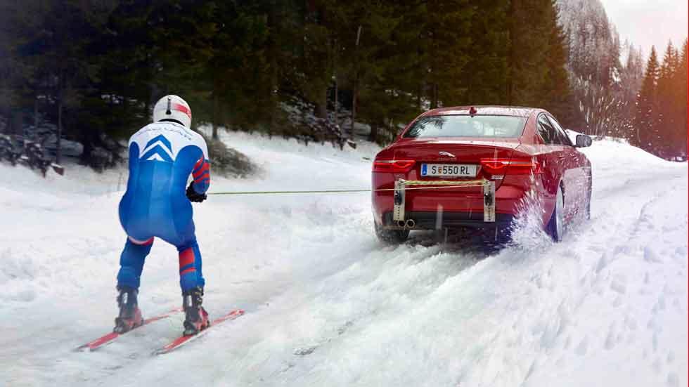 Jaguar y el esquiador Graham Bell, a por el récord del mundo de velocidad sobre esquís (vídeo)