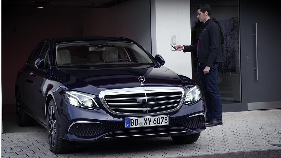 Mercedes-Benz Clase E y su sistema de aparcamiento automático (vídeo)