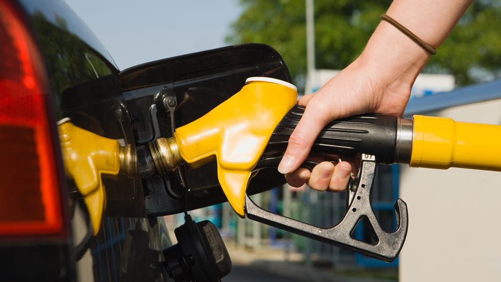 Madrid quiere acabar con el autoservicio en las gasolineras
