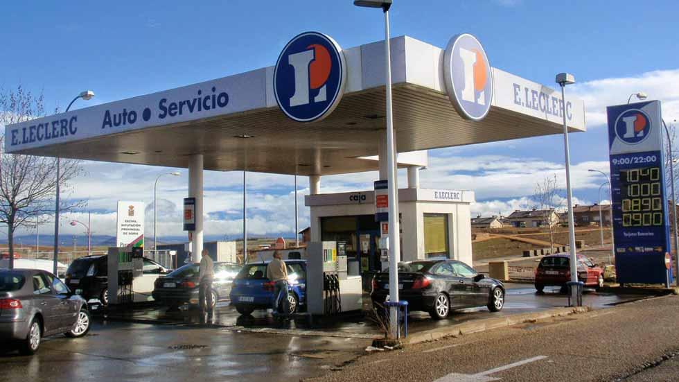 Dudas: ¿es malo para el coche repostar con combustible barato?