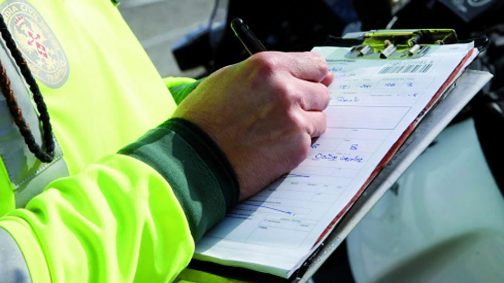 Condenado un policía por vengarse de una mujer con 800 euros en multas falsas