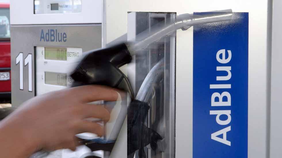 Dudas: ¿cuánto cuesta rellenar el depósito AdBlue de los coches Diesel nuevos?