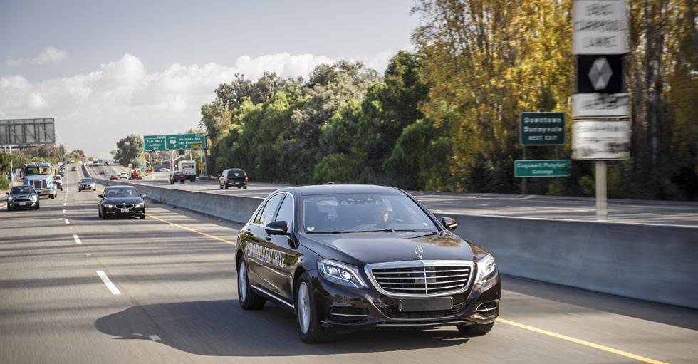 Uber busca ofertas para 100.000 coches autonómos