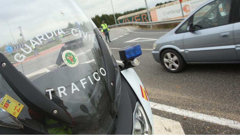 Detenido funcionario de la DGT por falsificar papeles de coches robados